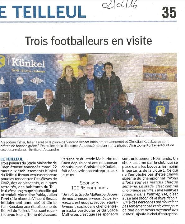 Trois footballeurs du SM Caen en visite